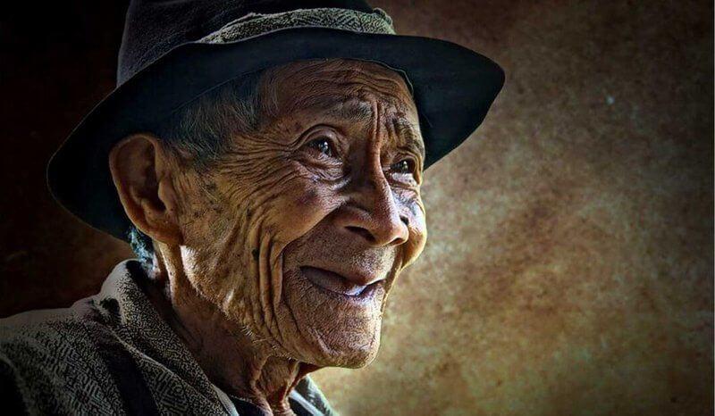 Contoh Teks Autobiografi Tentang Orang tua Panjang